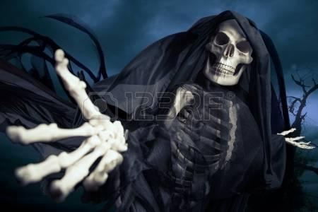 15385132-grim-reaper-sur-un-fond-sombre